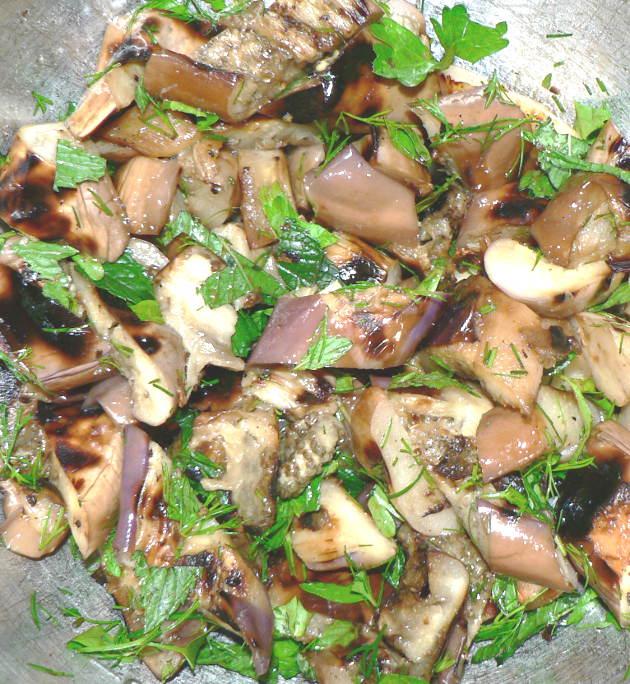 Grille eggplant salad dish
